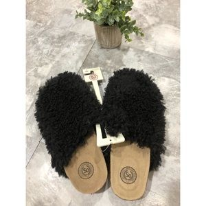 NWT So Furry Slippers Sz Small 5/6